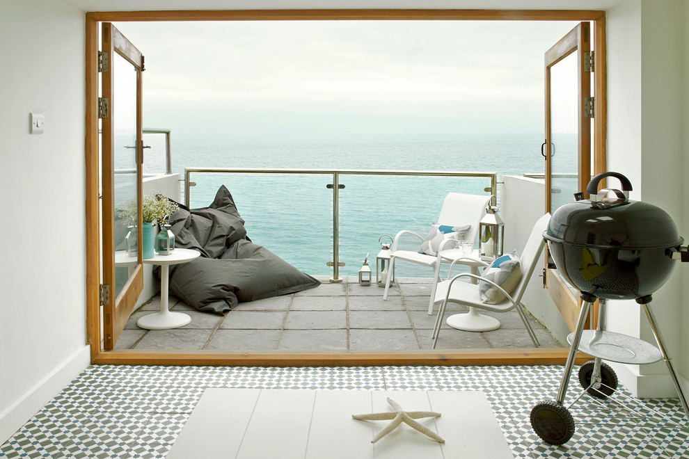 Small Beach Style Balcony Design