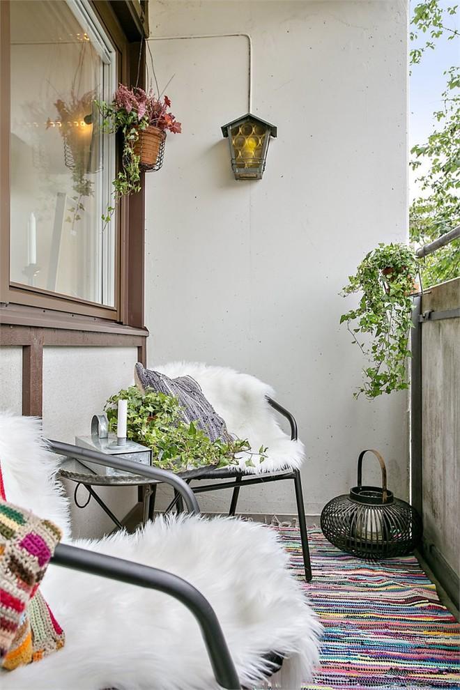 Small Farmhouse Balcony Design
