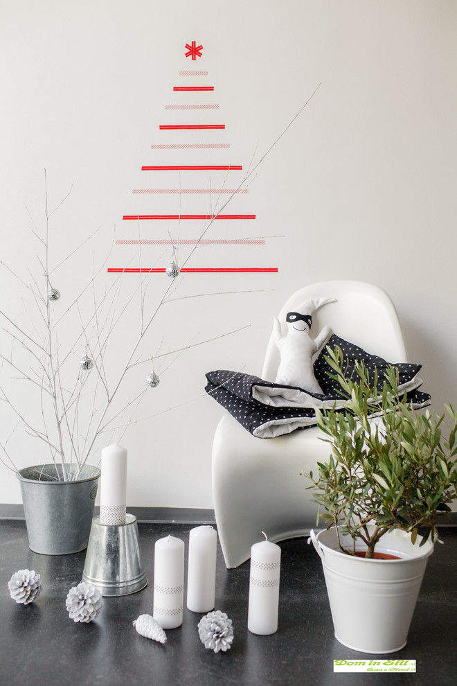 Contemporary Black and White Christmas Decoration