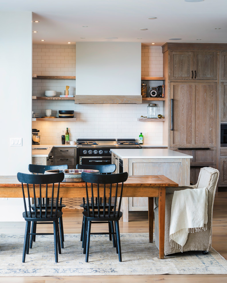 Beach Style L-shaped Light Wood Floor Eat-in Kitchen