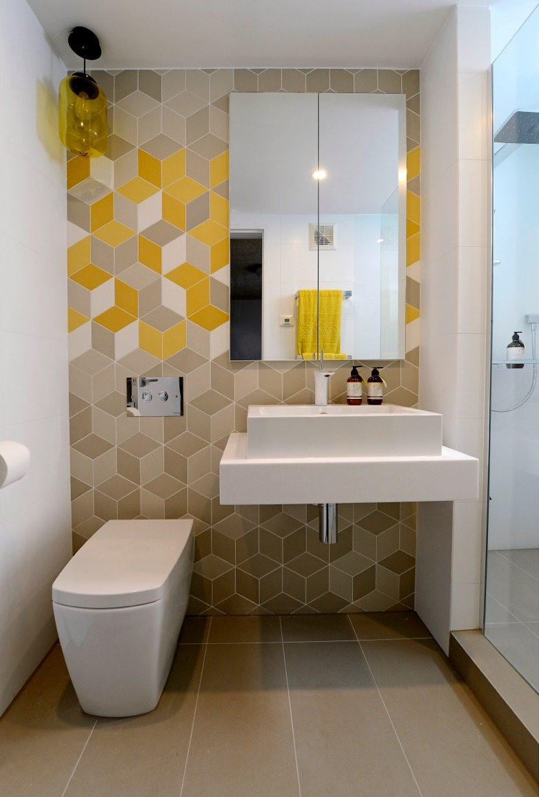 Chic Pop Color Small Bathroom Design