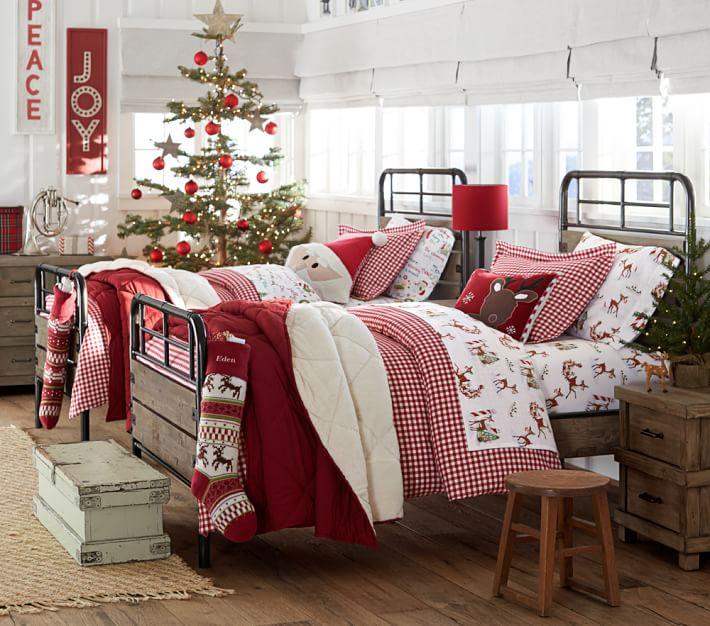 Christmas-Themed Bedroom Decoration Dwellingdeor