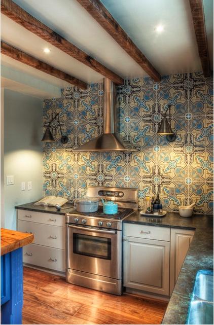 Small Kitchen With Dramatic Back Splashes Dwellingdecor