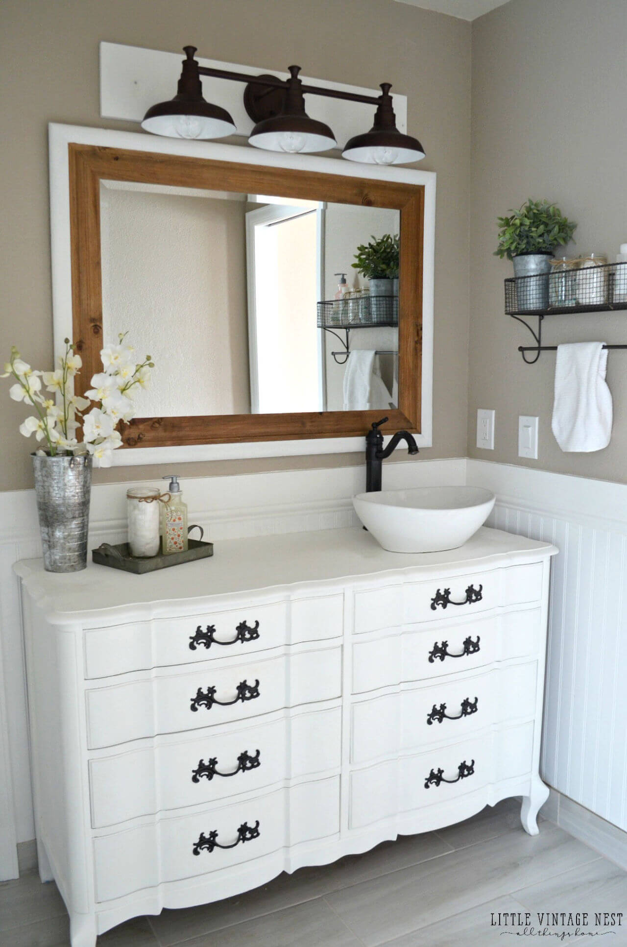 Small Bathroom With Expansive Mirror For Illusion