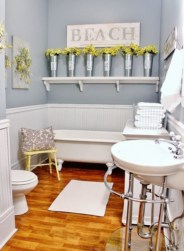 Small Bathroom With Retro Sink and Clawfoot Tub