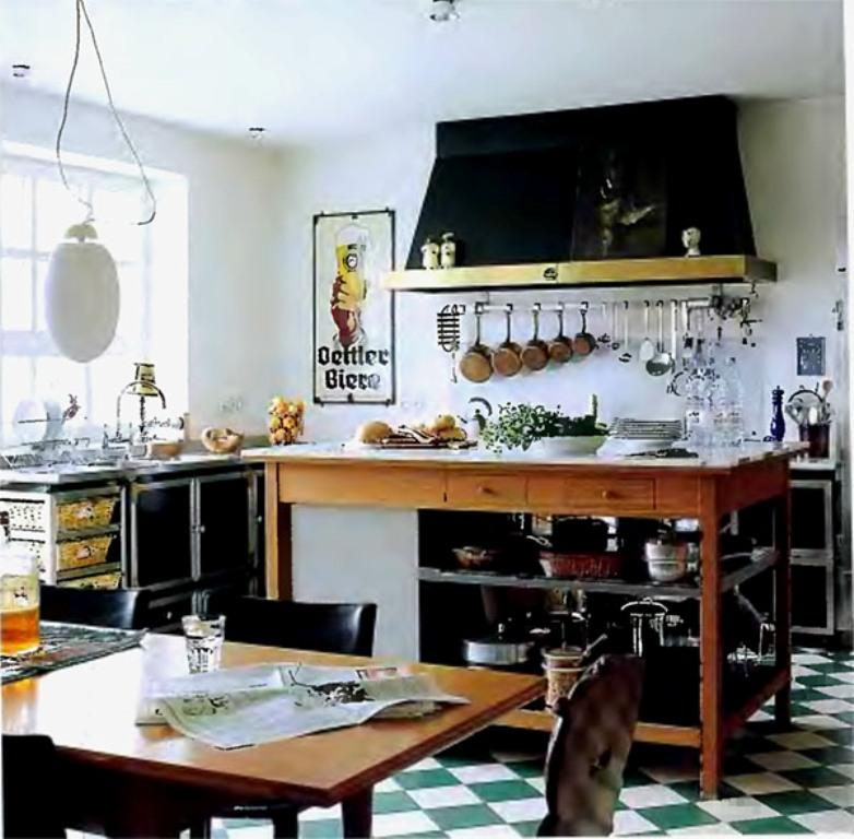Bold eclectic kitchen Dwellingdecor