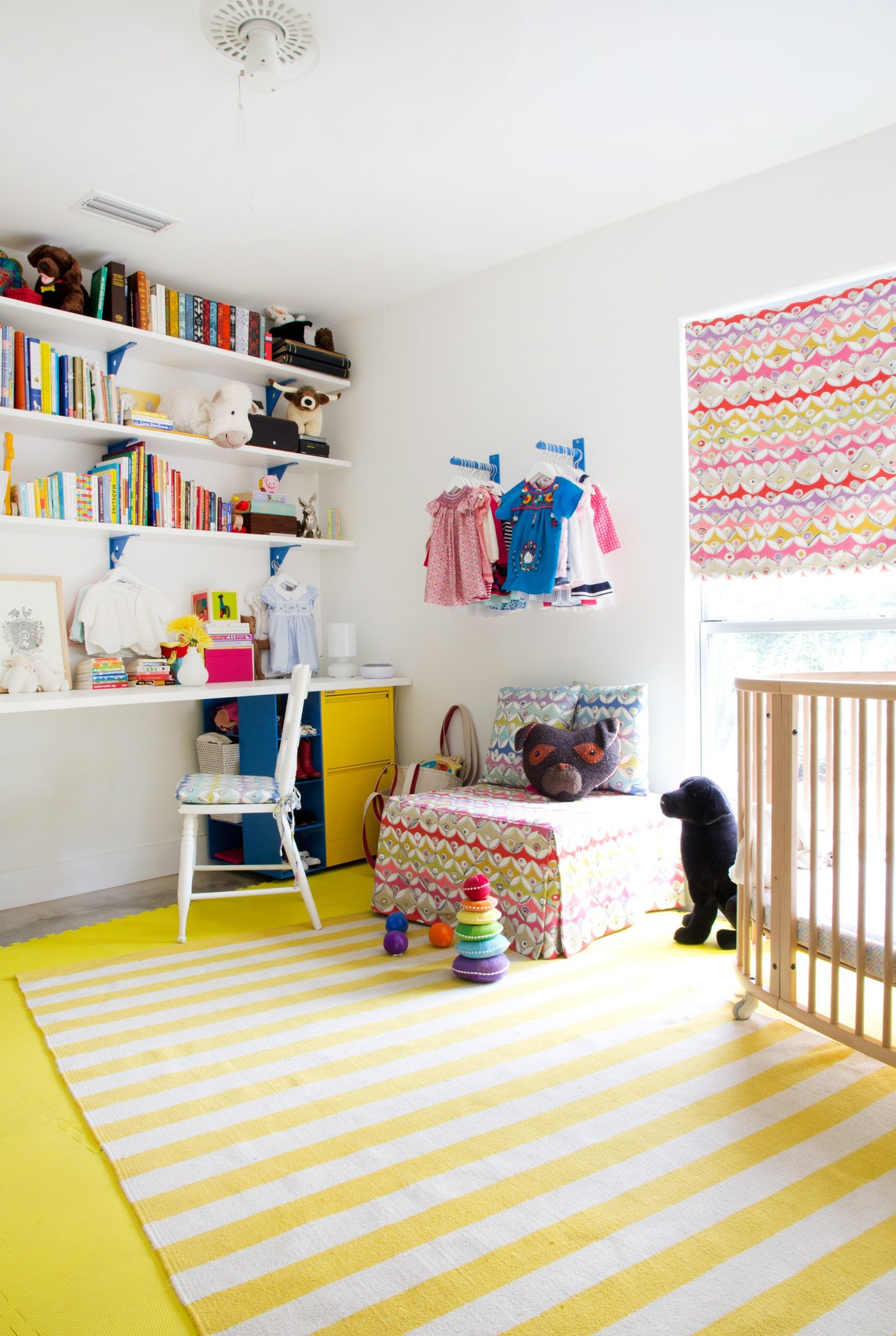 30 smart storage ideas for small spaces for Storage for kids rooms