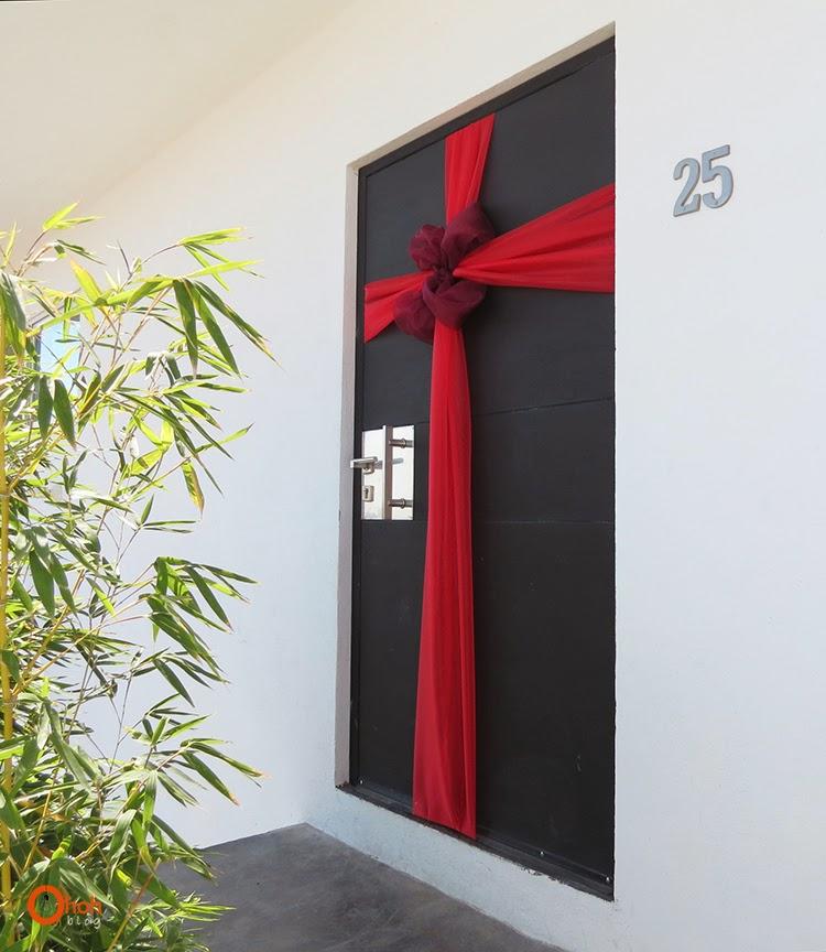 DIY Christmas door decoration dwellingdecor
