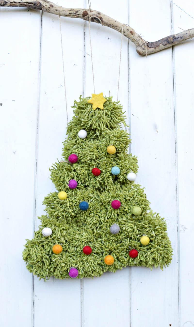 DIY Pom Pom Christmas Tree Wall Hanging dwellingdecor