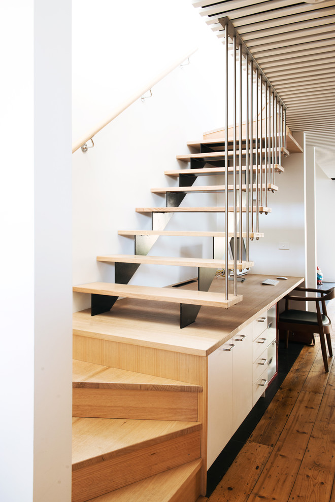 Mid-sized Scandinavian Wooden U-shaped Staircase