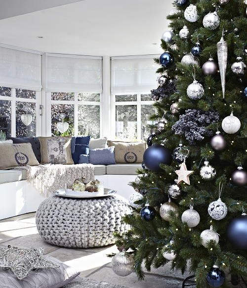 Christmas Living Room Decorations dwellingdecor (30)