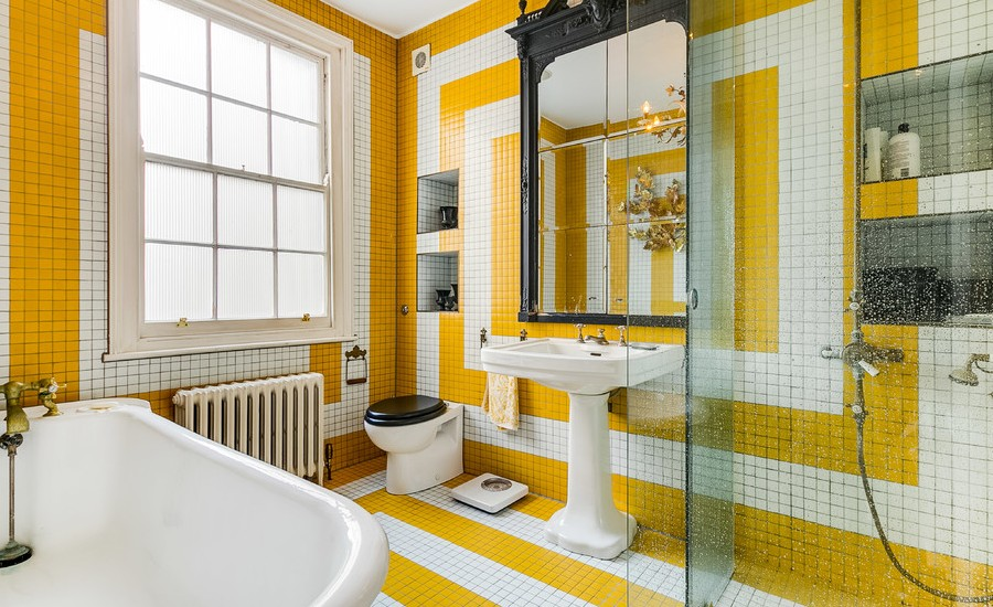Eclectic Master multicolored Bathroom With Bathtub