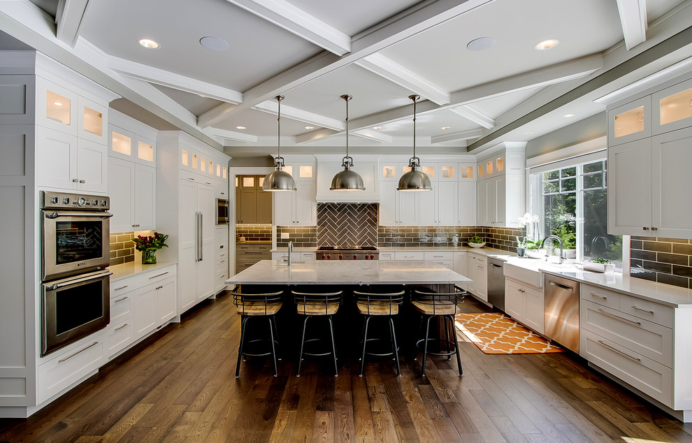 Large Traditional U-shaped Open Concept Kitchen