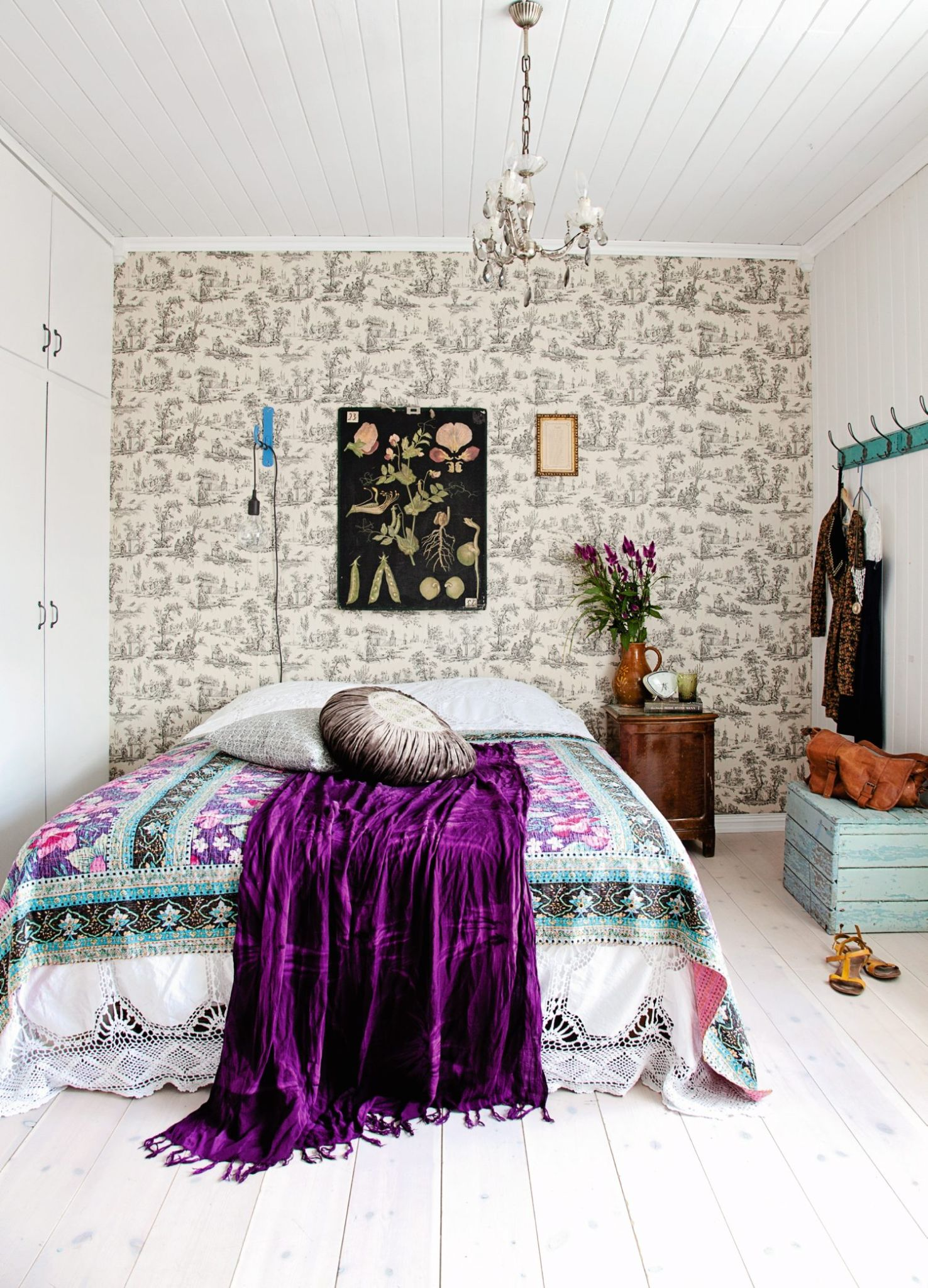 Vintage Style Bedroom Design Idea dwellingdecor