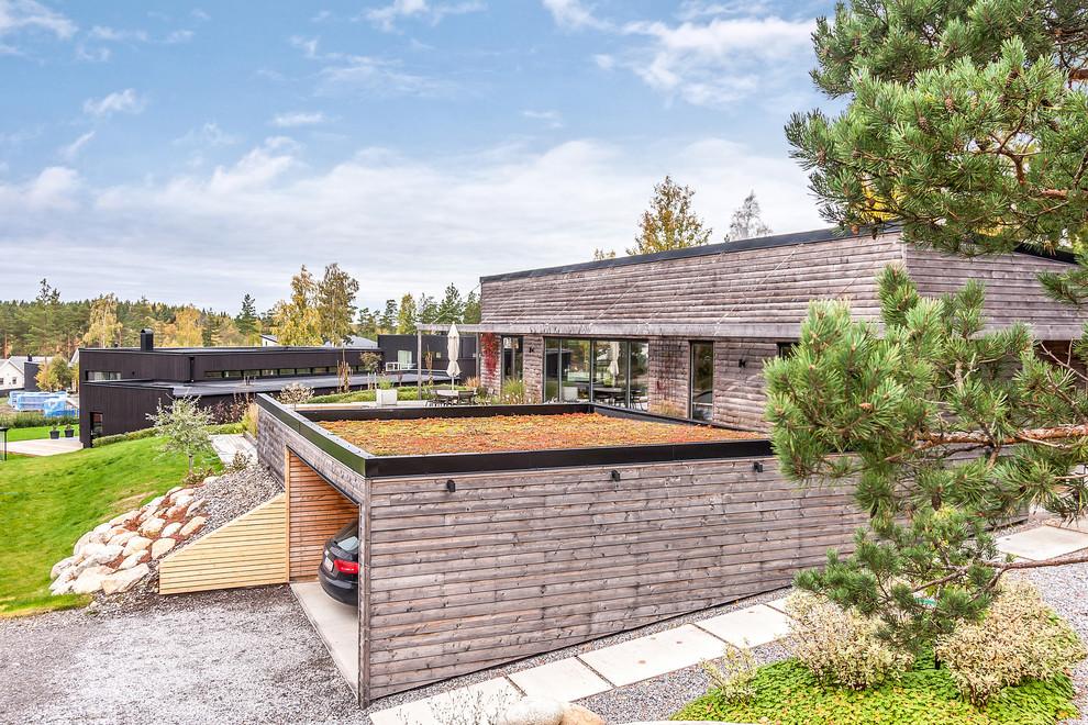 Mid-sized Scandinavian Garage Dwellingdecor