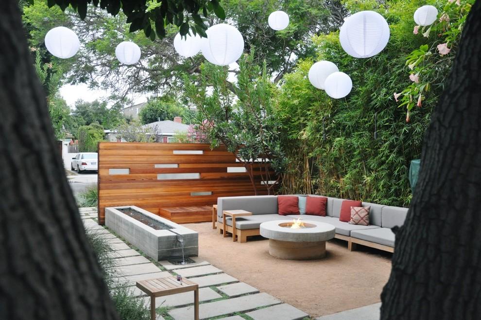 Contemporary Garden patio dwellingdecor