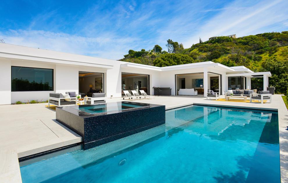 Contemporary House Backyard Pool0 dwelligdecor