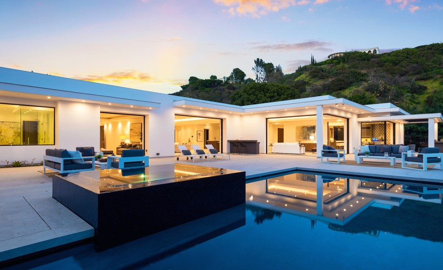 Contemporary House Backyard Pool2 dwelligdecor