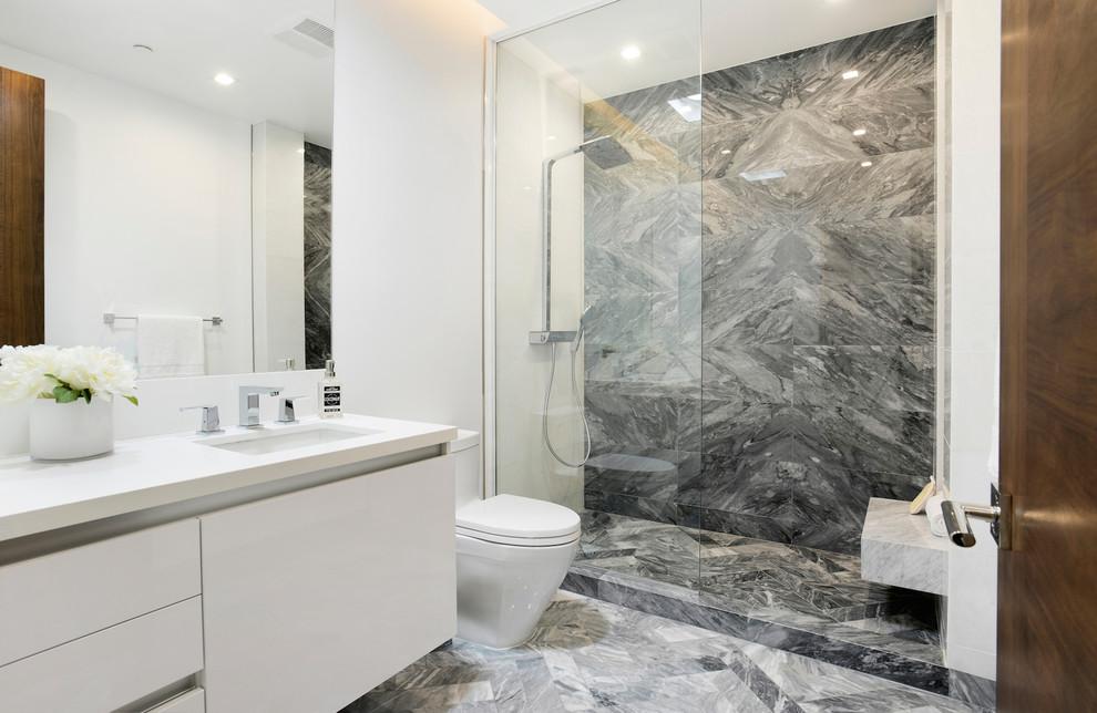 Contemporary House bathroom1 dwelligdecor