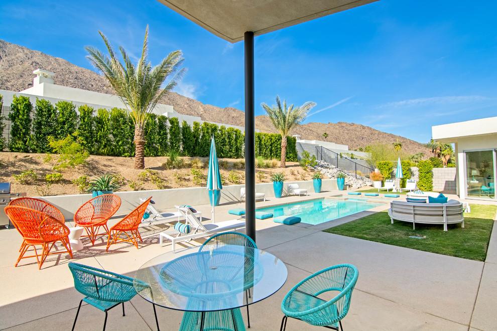 Midcentury Modern Style Bright patio Dwellingdecor