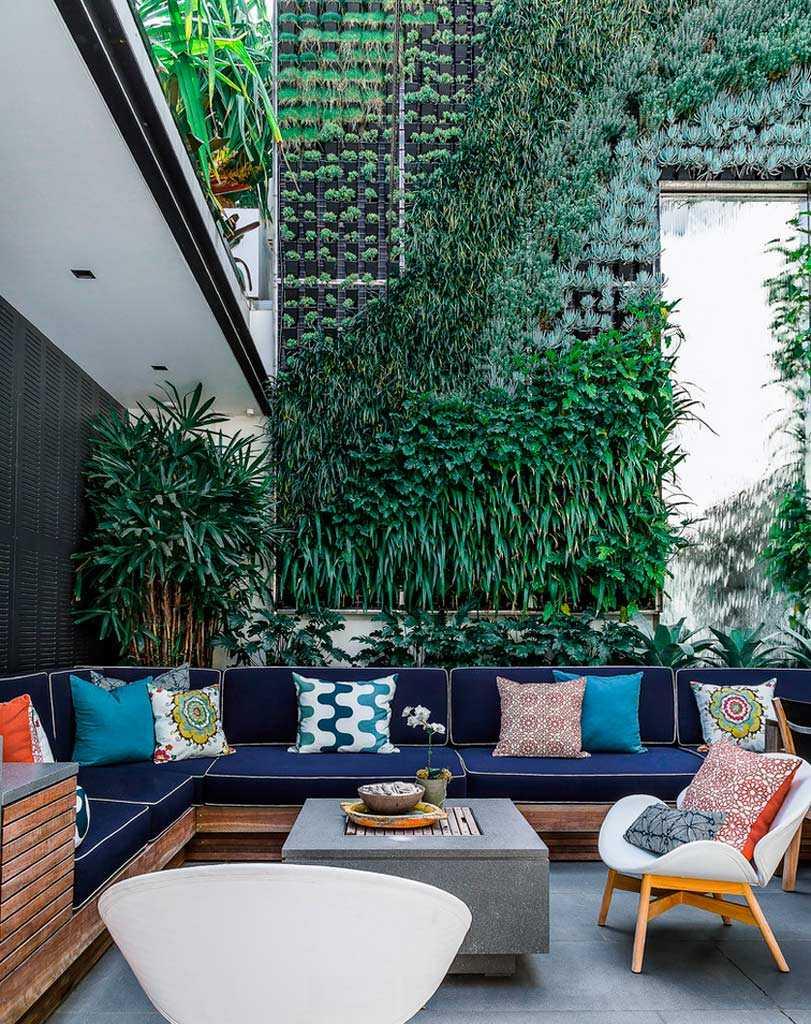 Modern Vertical Garden Patio design Dwellingdecor