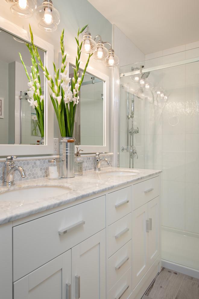 Small Bathroom With Small Light Bulbs Dwellingdecor