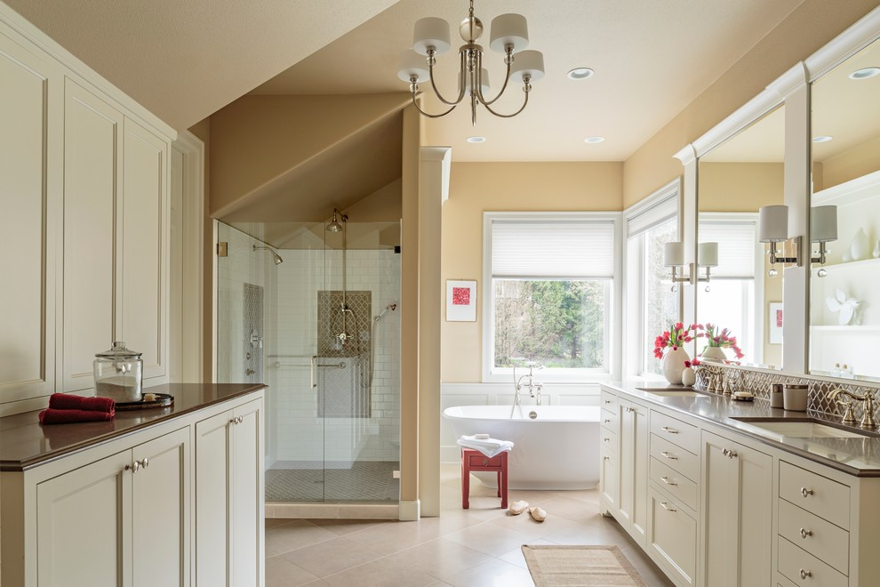 Traditional Master Bathroom dwellingdecor