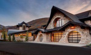 35 Garage Door Designs For Your Inspiration