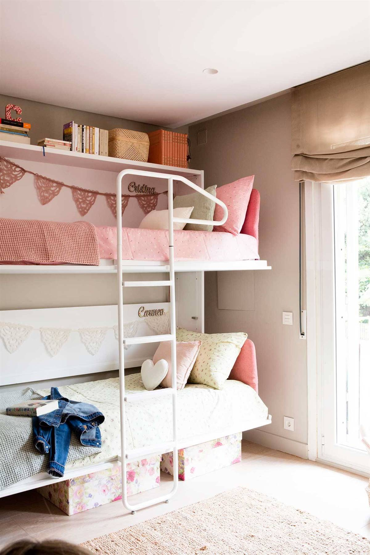 A ROOM WITH TWO BEDS THAT DISAPPEAR
