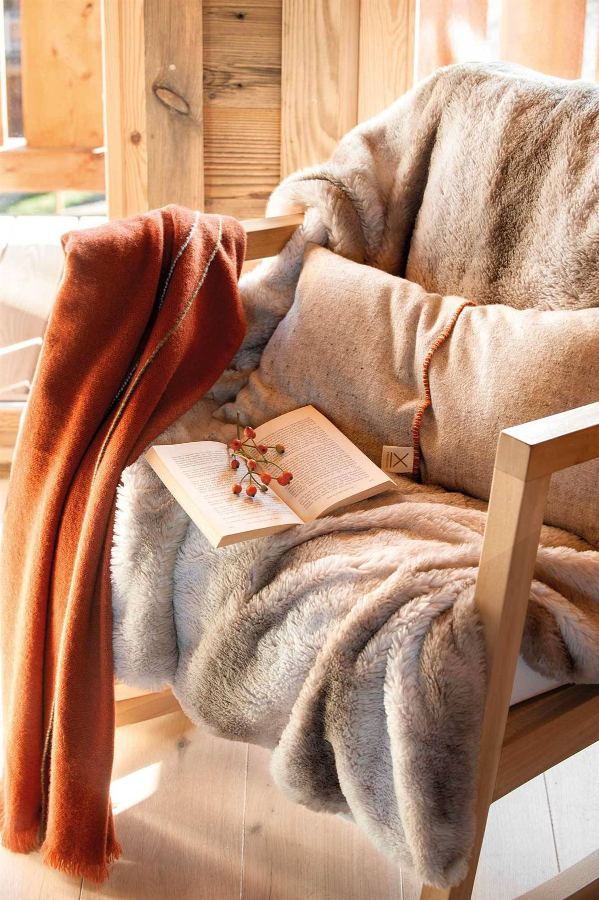 FURRY TEXTILES TO PREPARE FOR THE ARRIVAL OF WINTER