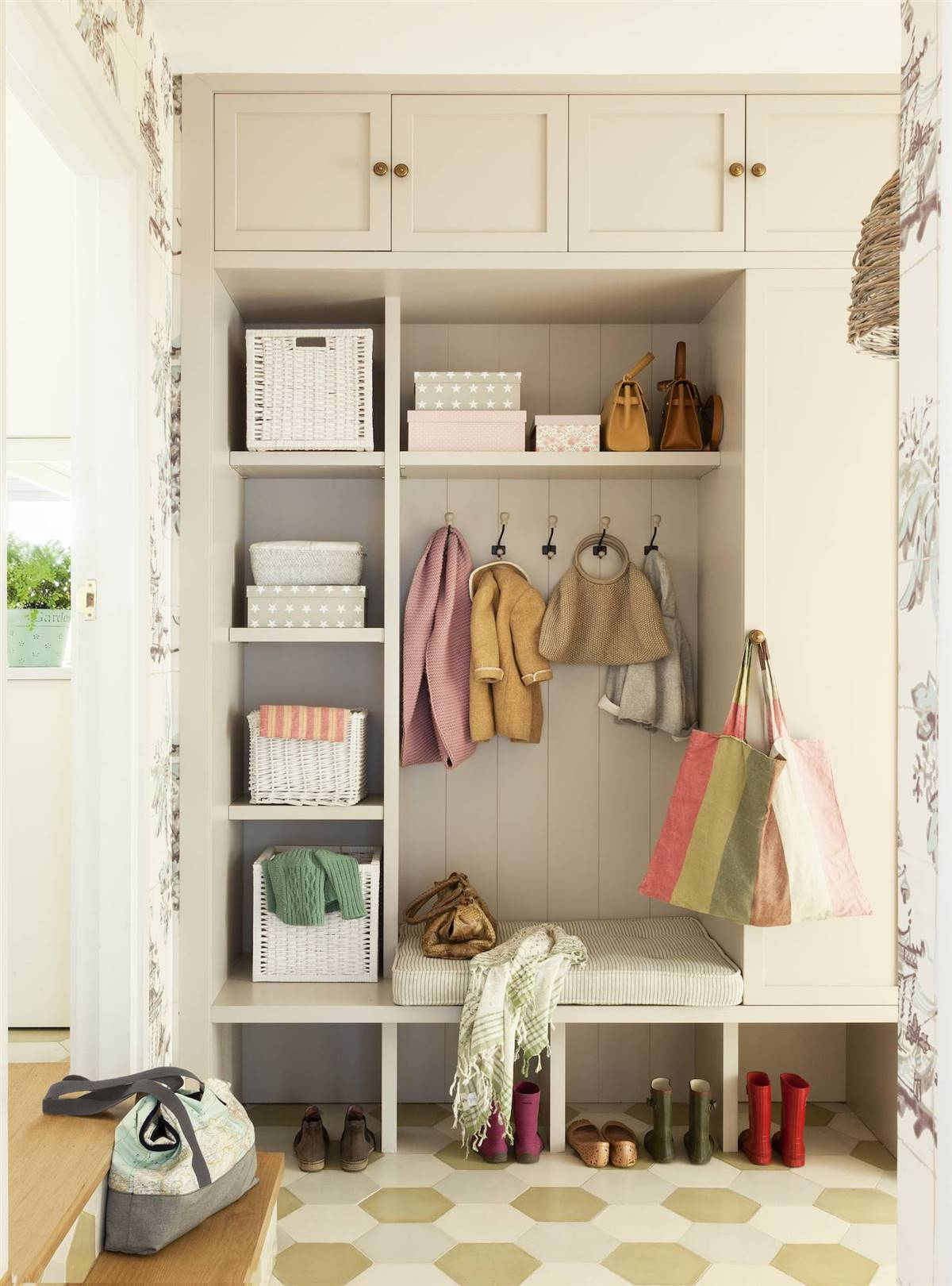 Hallway Decor Ideas20