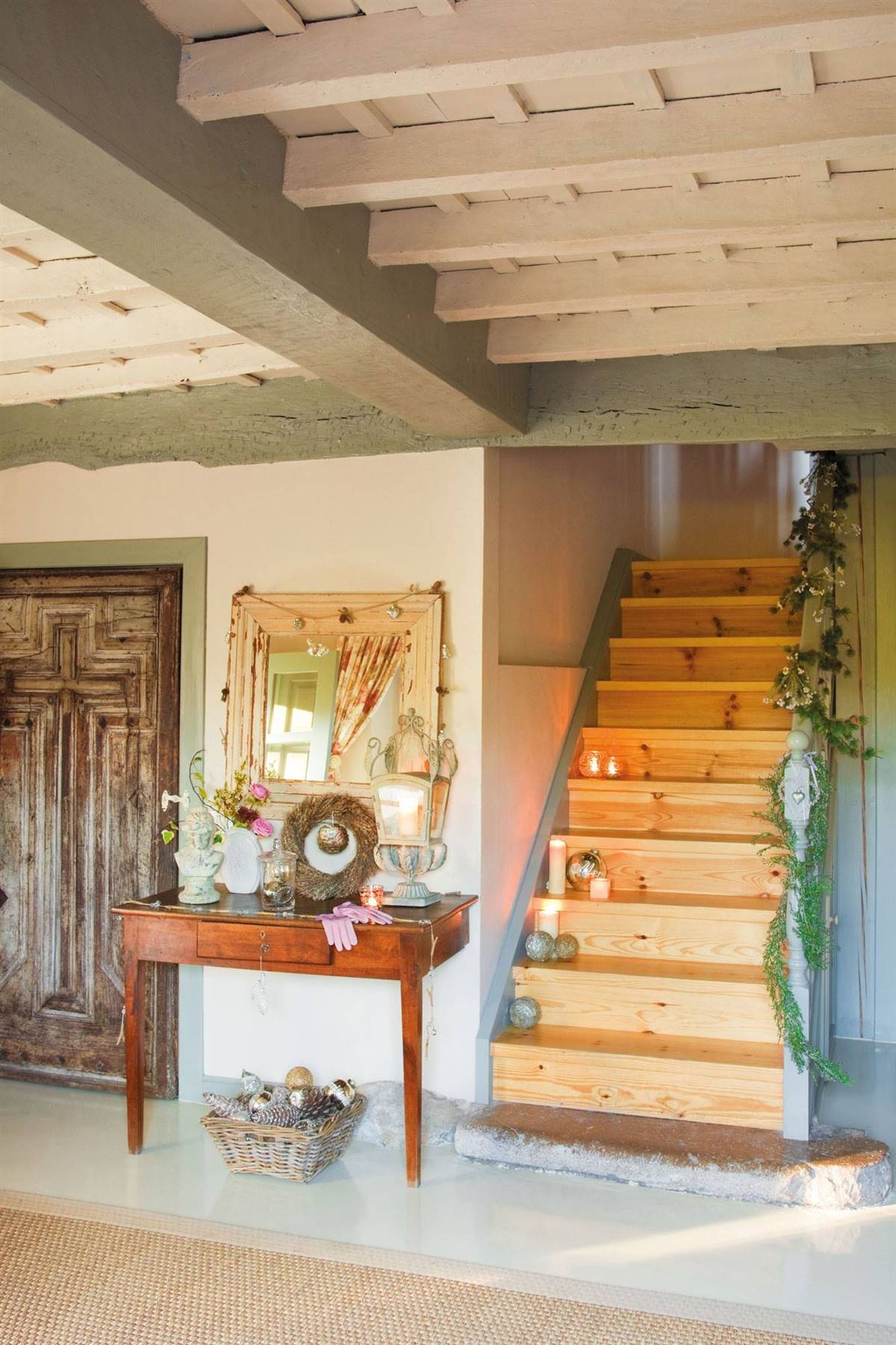 A VERY NATURAL GARLAND FOR A CHRISTMAS AND COUNTRY STAIRCASE