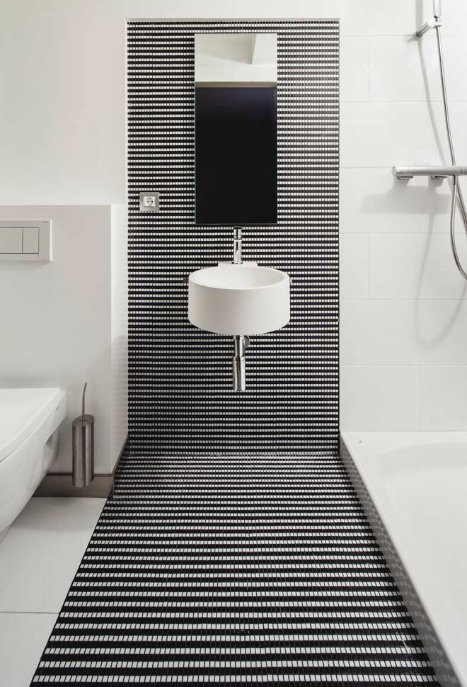 Geometric point of interest inside your black and white bathroom