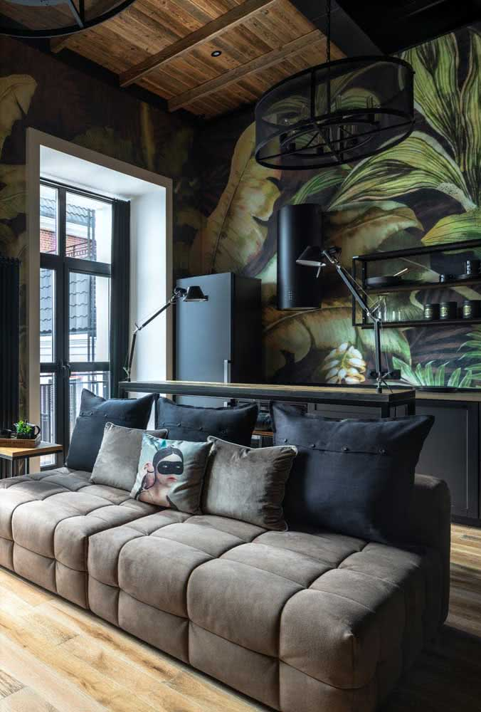 The integrated and modern room brought a brown three-seater sofa and black cushions to match.
