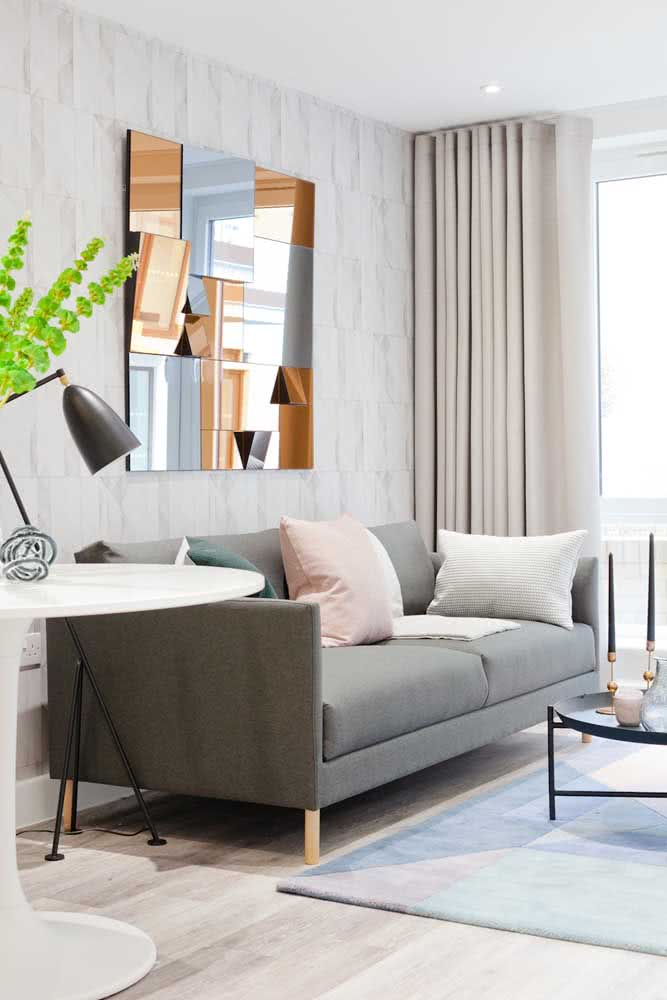 When in doubt, bet on the gray sofa, it has a lot to offer.