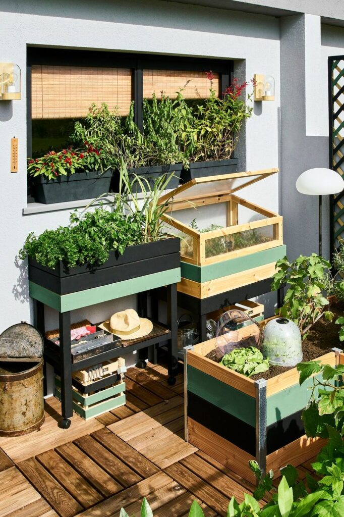 01 - Mounted on casters, the vegetable garden moves as needed
