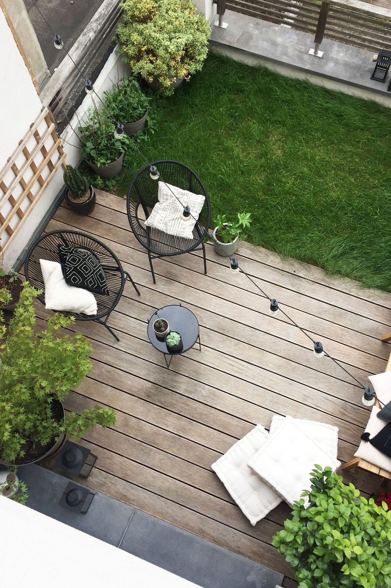01 -Two distinct spaces for a small optimized yard