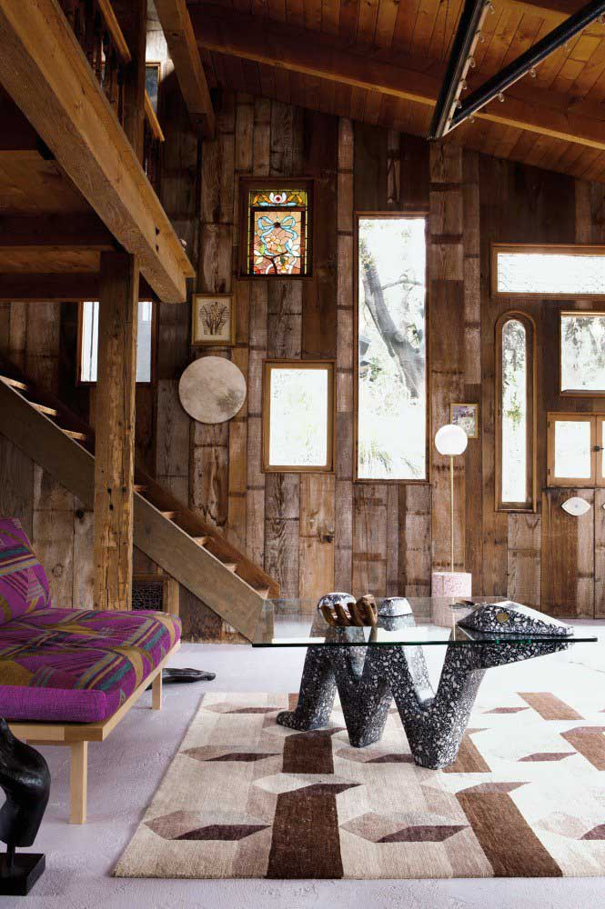 01. Cottage house with rustic decor based on wood.
