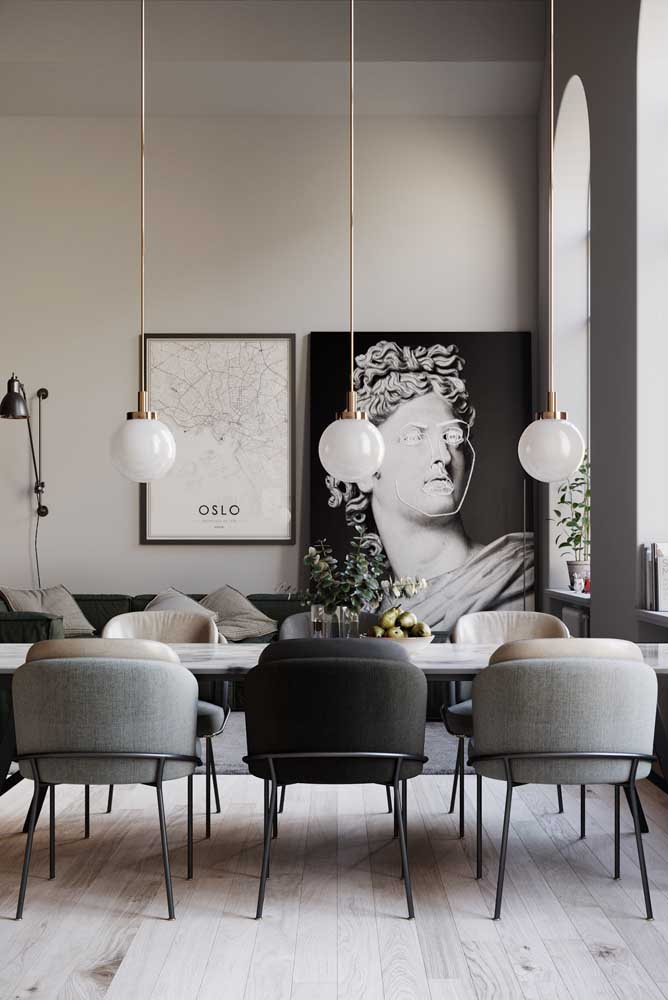 02. Modern and elegant dining room decoration with an emphasis on paintings.