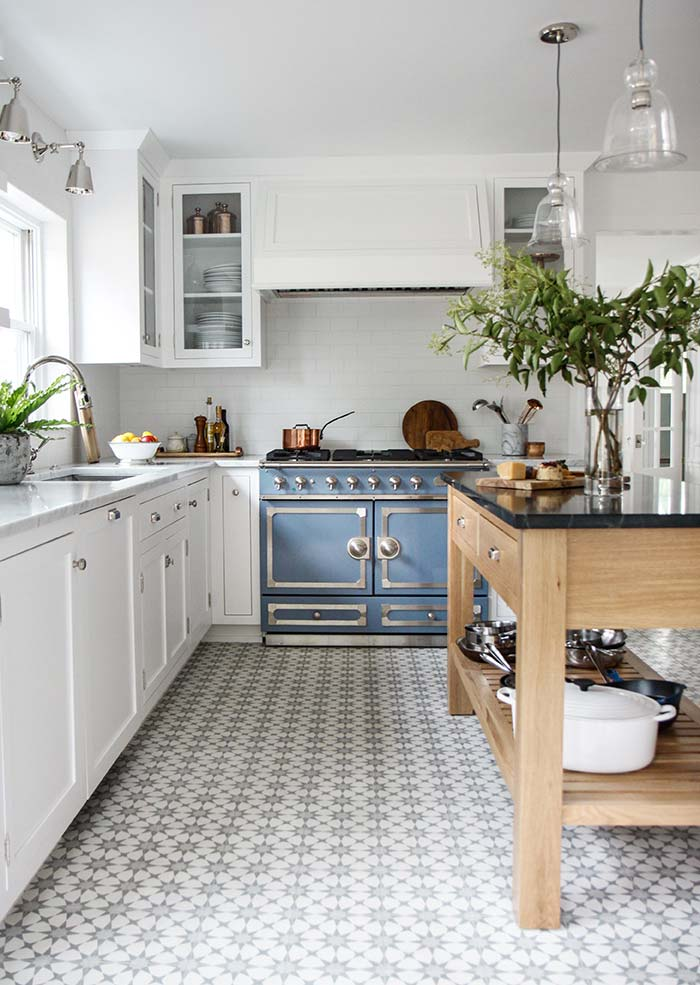 03. White rustic kitchen with retro air