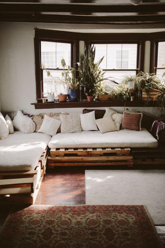 04. For large rooms, choose the L-corner pallet sofa