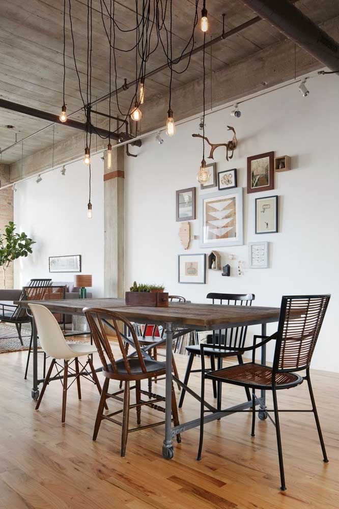 05. Integrated room with rustic industrial decor.