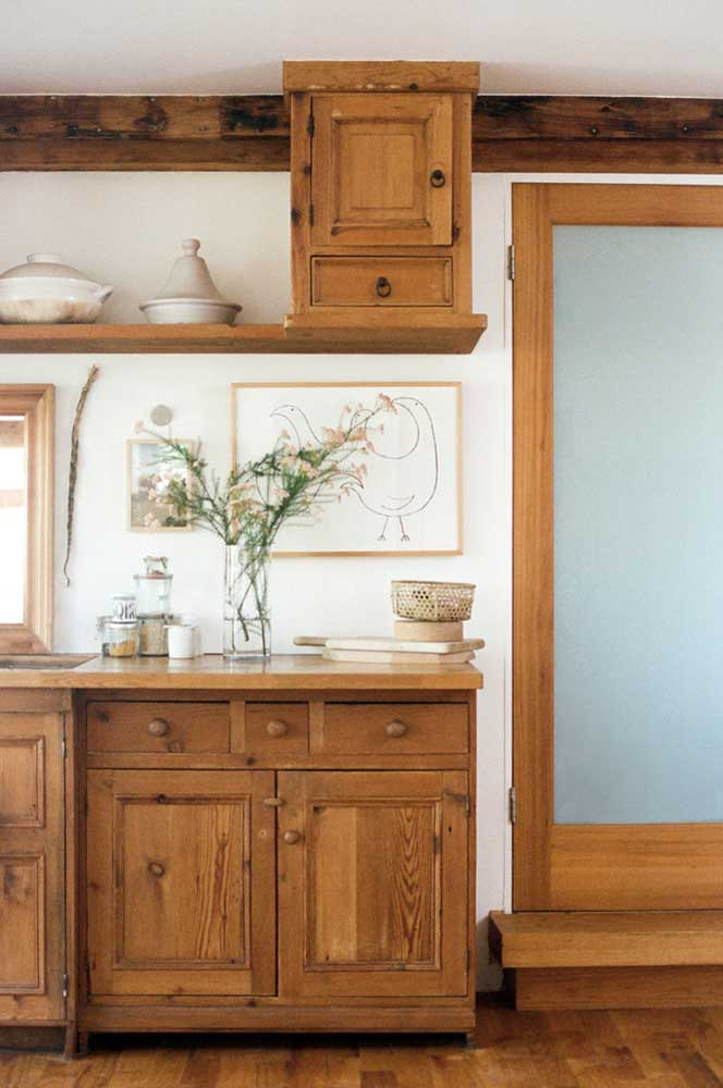 06. Rustic kitchen with retro furniture to create that country house atmosphere.