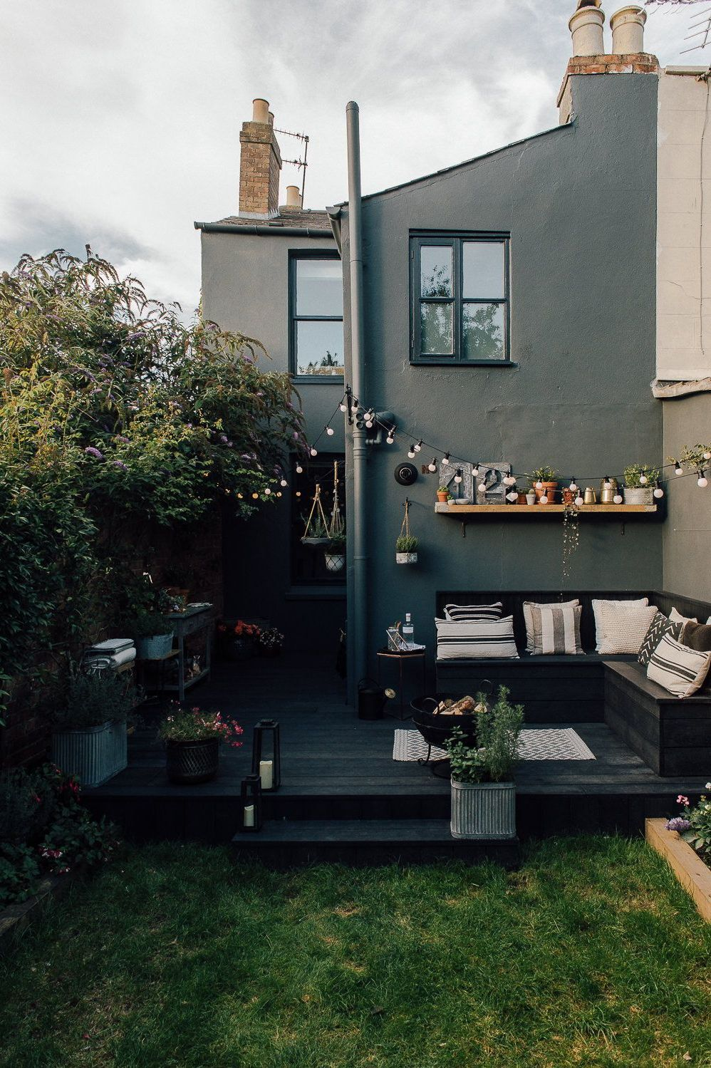 07 - Matte black for a contemporary and warm terrace