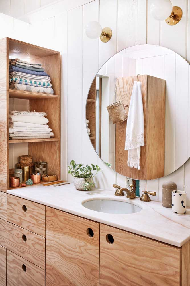 07. Rustic decoration for the bathroom with wooden furniture.