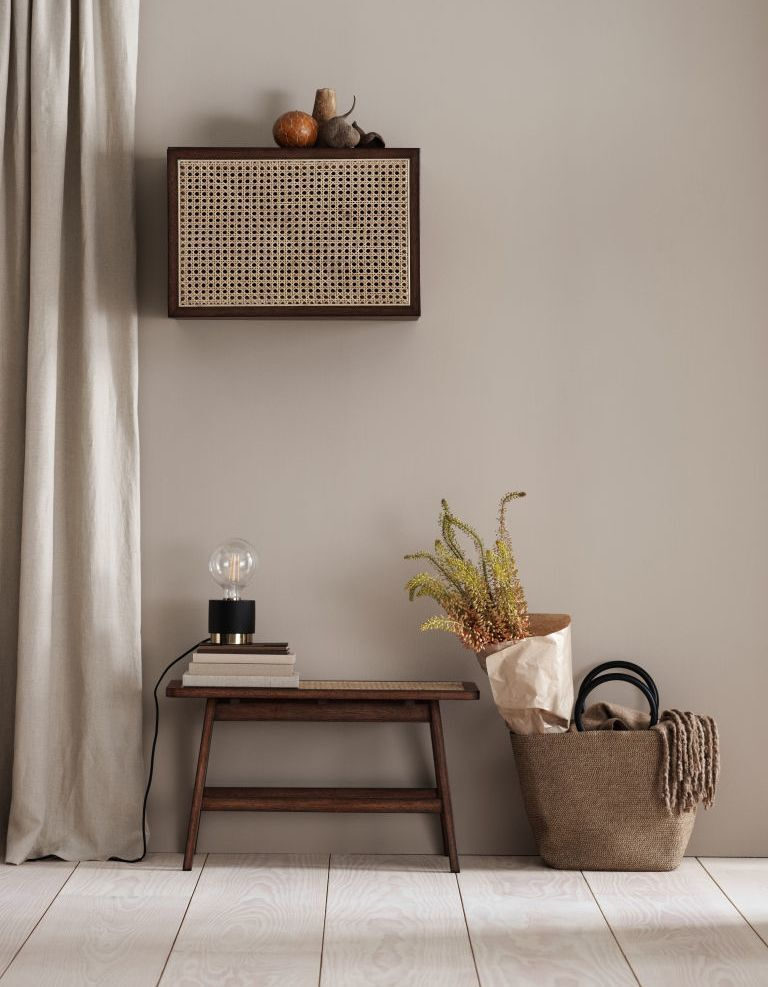 08 -Elegance guaranteed with the H&M Home table lamp