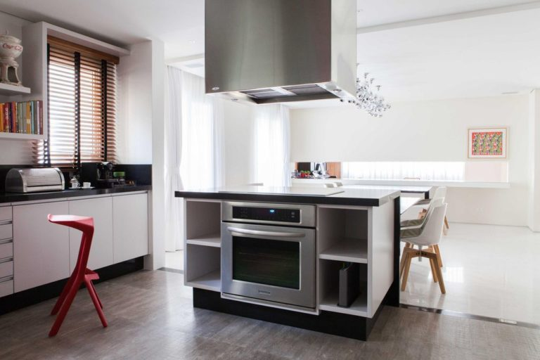 08. Kitchen design with center island and dining table