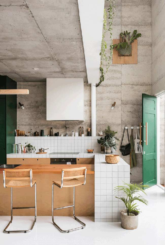 09. Small American kitchen in masonry and wood;emphasis on the industrial style that prevails in the environment.