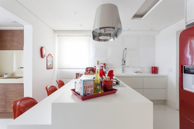 10. A clean proposal with modern material in contrast to red