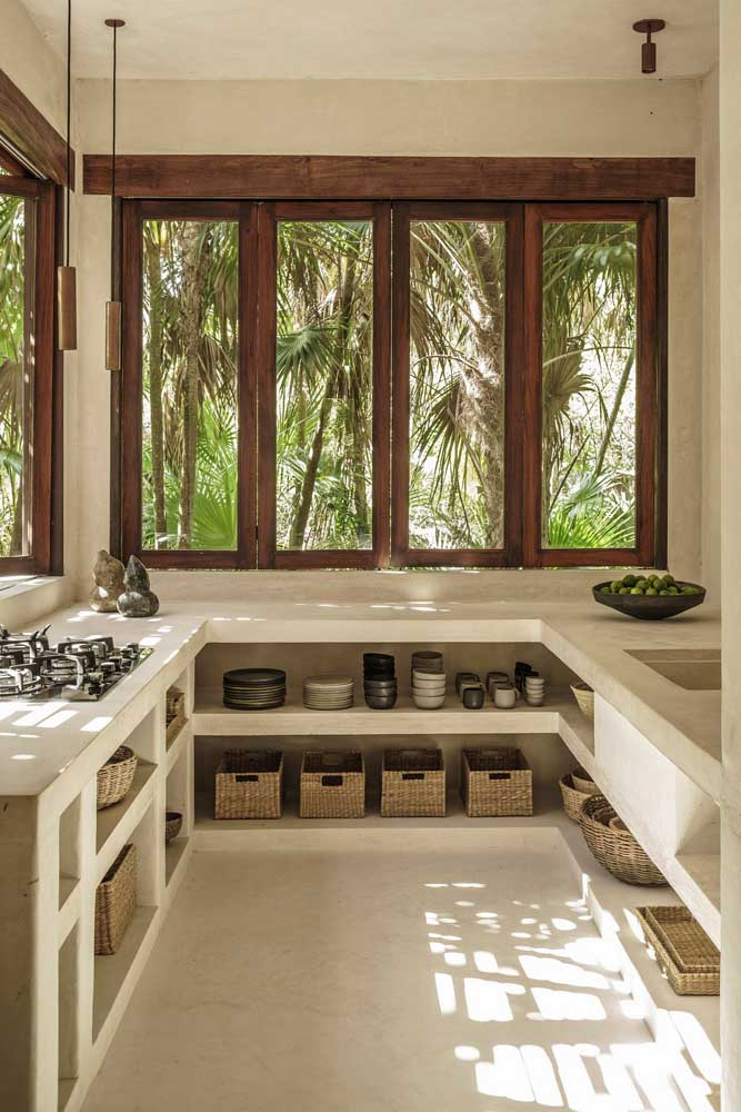 10. Rustic decor in the kitchen complemented by the landscape from the outside.